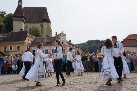 Der Auftritt der siebenbürgisch-sächsischen Tanzgruppen ist jedes Jahr einer der beliebtesten Programmpunkte beim Sachsentreffen.