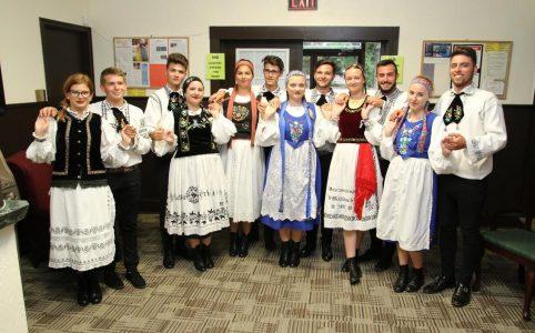 Tanzpaare aus Siebenbürgen bei Kulturaustausch in den USA und Kanada dabei