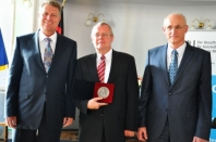 Generalkonsul Thomas Gerlach erhielt Honterus-Medaille